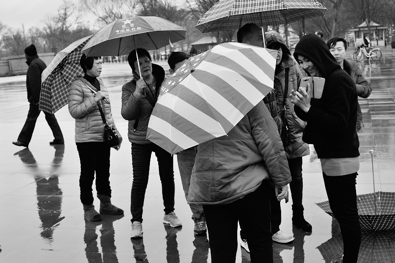 washington dc tourists in the rain. Lincoln Memorial. National Park Service.